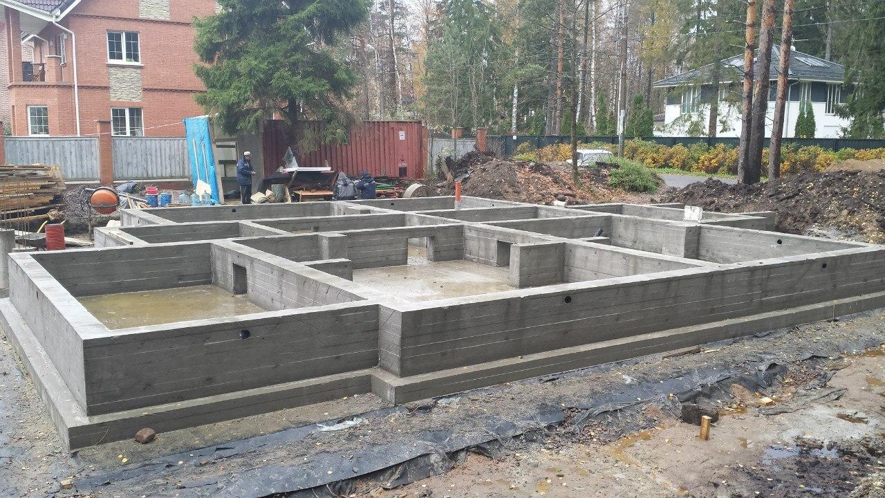Монолитный плитный фундамент для кирпичного дома
